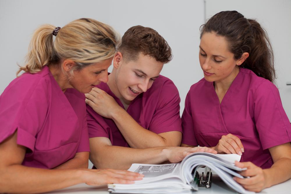 Header für Krankenschwester (w/m/d) 450€ = 2-3 Dienste
