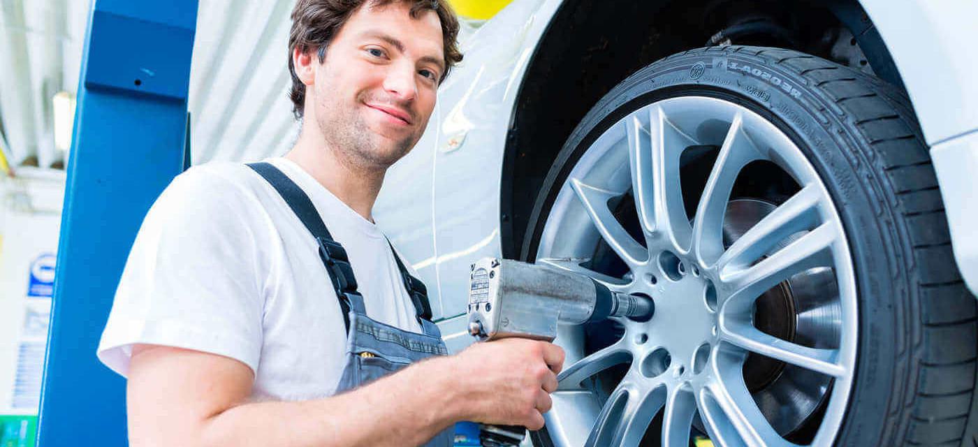 Header für Reifenmonteur m/w/d Jobticket +12 € + Fester Arbeitsvertrag